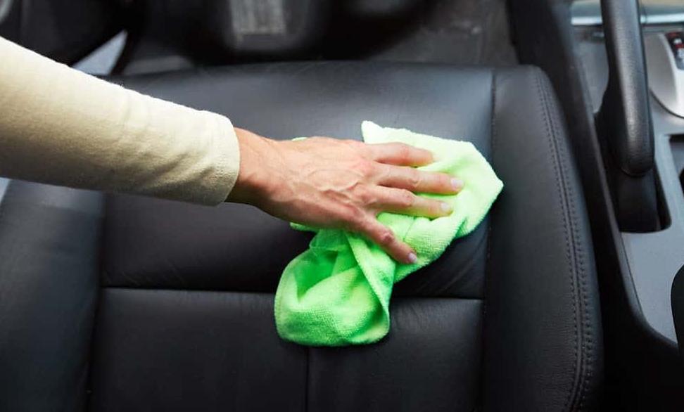 4 Cara Merawat Jok Mobil Berbahan Kulit